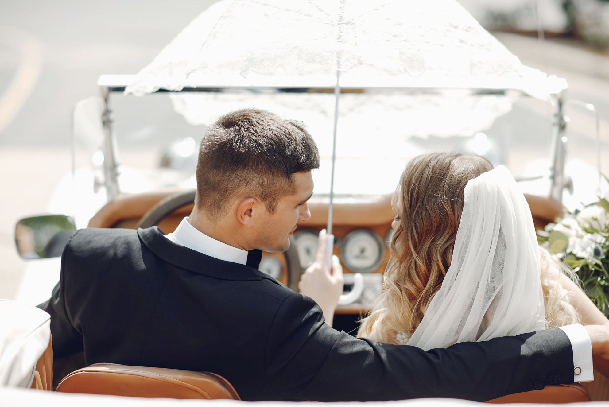 wedding-car-hire-couple